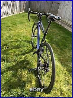 Di2 Ultegra R8000 Hydraulic Discs Full Tubeless Carbon Vitus Road Bike Size M